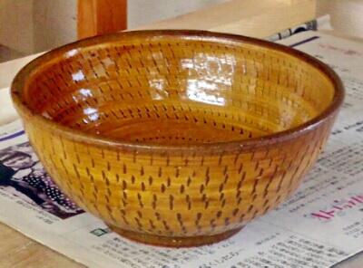 アメ釉がマッチしたトビカンナの鉢。陶芸教室 国立けんぼう窯