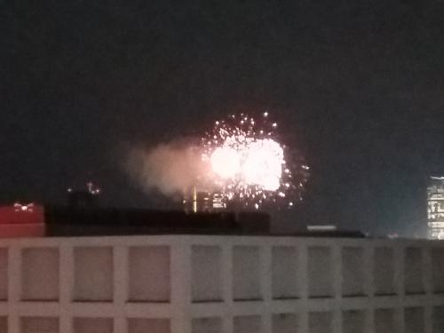 新宿三丁目から見る神宮球場の花火