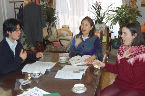 発音スクールは、ネイティヴと日本人のティームティーチング