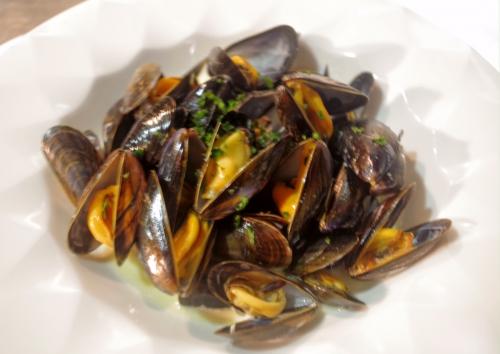 モンサンミッシェルのムール貝、白ワイン蒸し