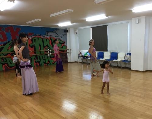 キッズ&ベビちゃんも一緒にベリーダンス⁉︎東郷スタジオ
