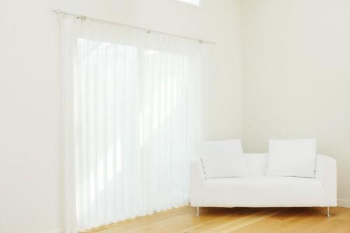 ハウススタジオ:リビングルームのカーテン