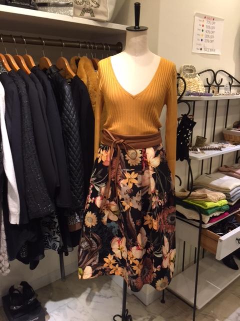 リナシメントのスカート