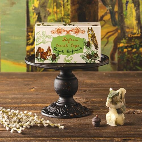 ナタリー・レテのボタニカルワックス_リスと木の実