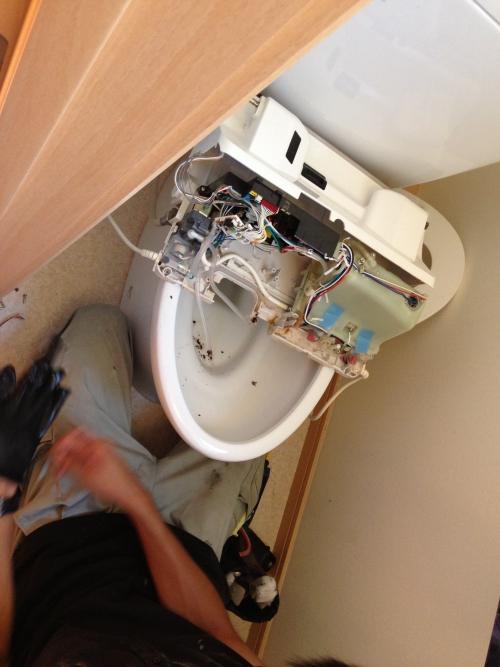 トイレのウォシュレット完全分解清掃始めました。