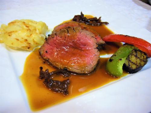「国産 牛フィレ肉ステーキ ジロール茸のソース」