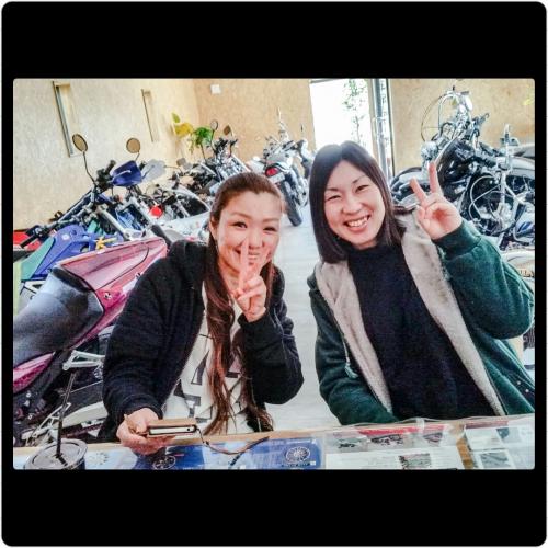 女子のバイク乗り(p*'v`*q)