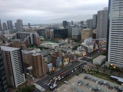 豊洲の高層マンションの室外機からの風景