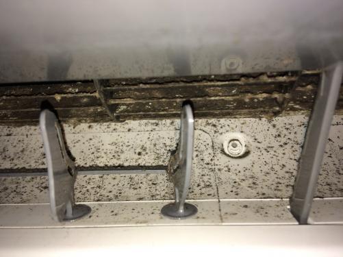 足立区でエアコンのカビ取りクリーニング ビフォー写真