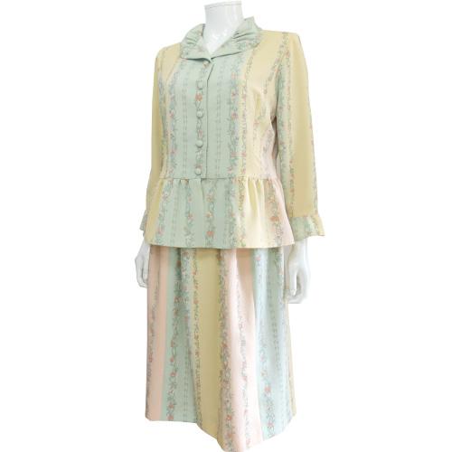 着物からリメイクしたブラウス&スカート