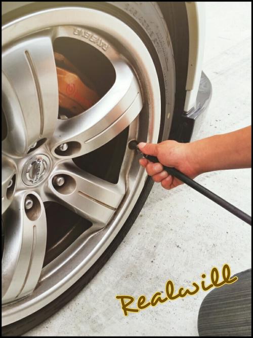 NISSAN Z33のタイヤの空気チェック