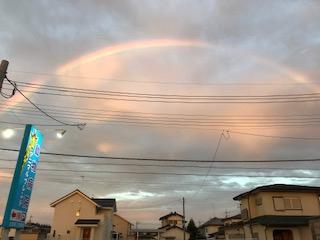 東の空には虹、西の空にはサンマ雲