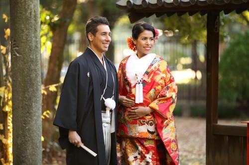 結婚写真・和装で撮る紅葉の中でのロケフォトが人気!