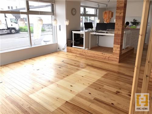 新築住宅における無垢床材のメリット〇とデメリット☓