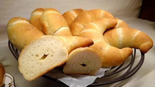 塩パンの空洞
