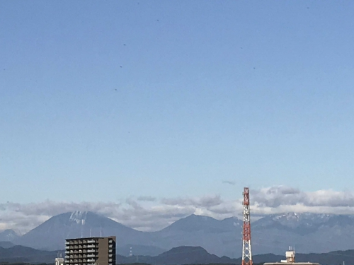 台風一過で日光連山が雪化粧