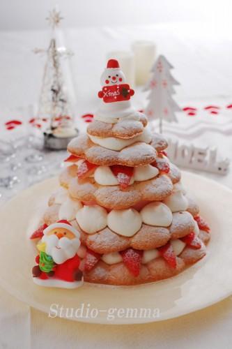 クリスマスケーキは苺ミルクのクリスマスツリーケーキ