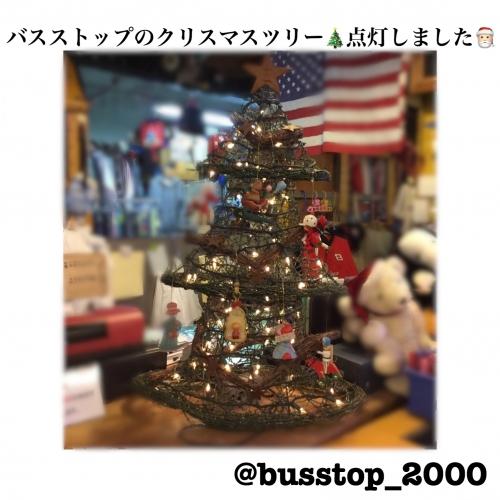 バスストップのクリスマスツリー点灯しました☆