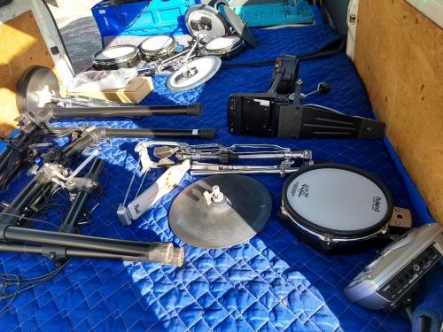ドラムセット(楽器)の引き取りと発送代行。