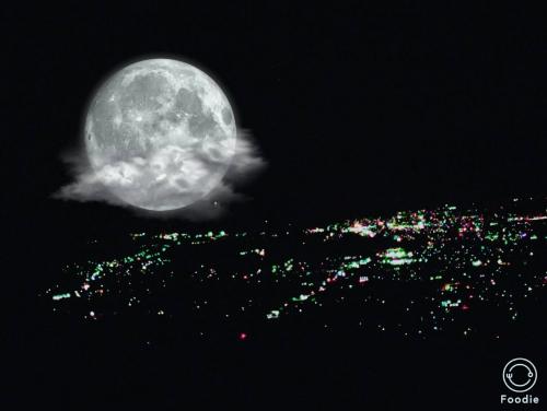 本日、スーパームーン満月です。
