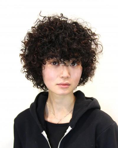 ショートヘアーのクルクルスパイラルパーマ