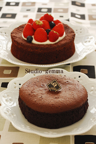 今日のレッスンはガトーショコラと体験レッスンのロールケーキ