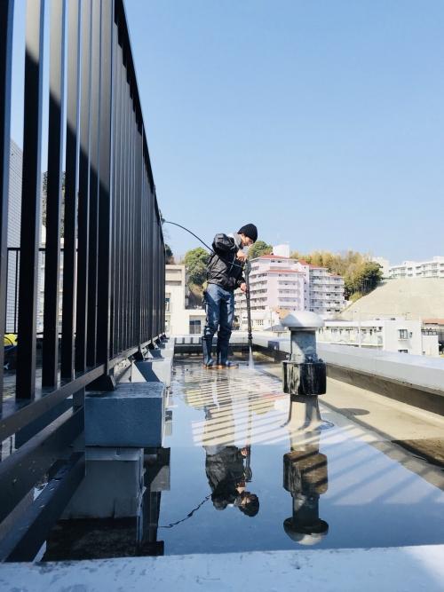 横浜市 マンションの共有部、屋上の高圧洗浄なら