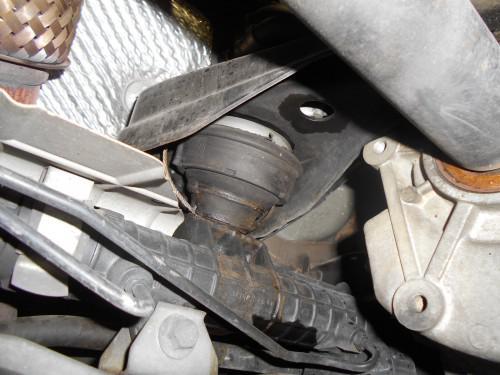 ボルボ850エンジンマウントリヤ側は純正以外は振動でます。