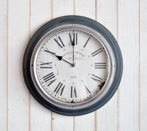 アンティークな雰囲気の壁掛け時計