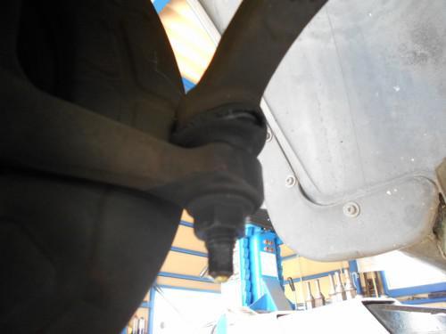 ボルボC70 ステリングエンドブーツ破損で左右とも取替