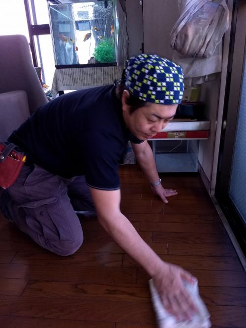在宅マンションの床ワックスと窓掃除。