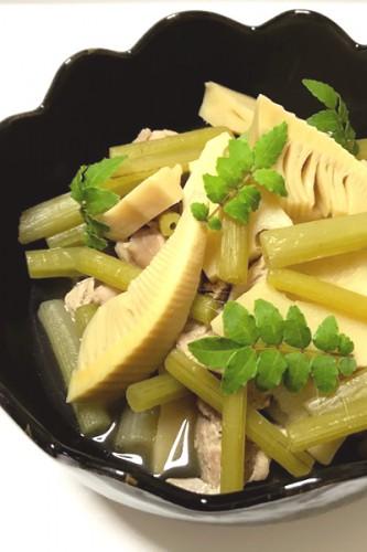 生徒さんからいただいた筍とふきで煮ものを作りました。