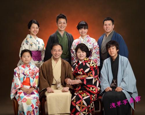 家族が集う浅草で記念写真はいかがでしょうか!
