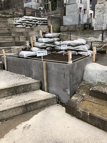 久保山墓地の道路コンクリート