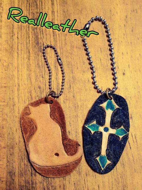 リアル レザー☆ネコ&十字架カービングキーホルダー