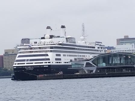 横浜大桟橋には大型客船が入港!