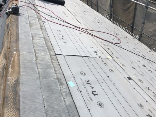 松戸市で外壁塗装と屋根葺き替え工事をしに来ています。