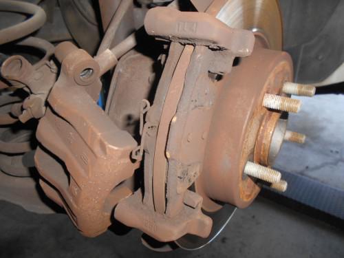 ボルボ V50 Rパット残り数ミリで取替とローター研磨修正