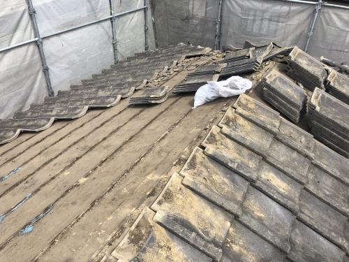 流山市で屋根葺き替え工事をやっています。