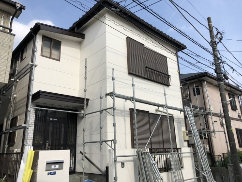 松戸市の外壁塗装の現場の足場解体をしにきました。