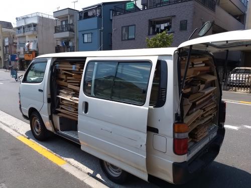 金町で4階建ての戸建の家財を撤去しました。