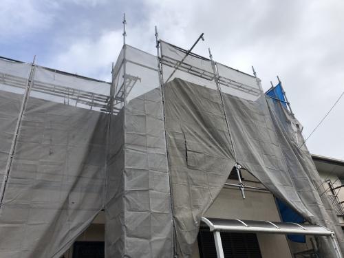 柏市外壁塗装と屋根葺き替え工事施行中。