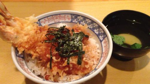 博多座近くの加辺屋さんで天丼を。