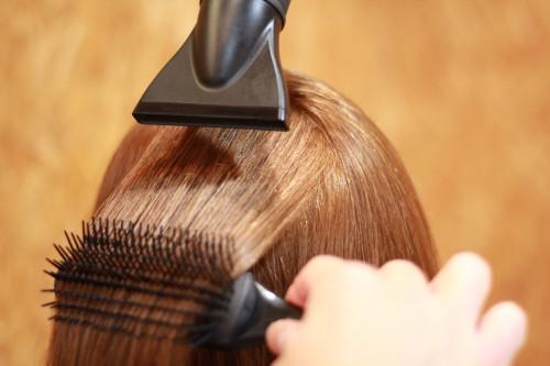 『髪の艶は簡単に出せる⁈』ドライヤーの使い方。