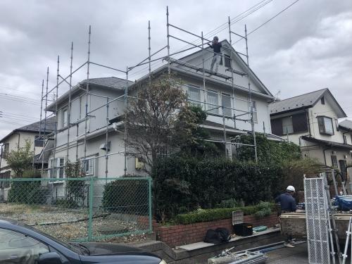 柏市外壁、屋根塗装で足場組立作業。
