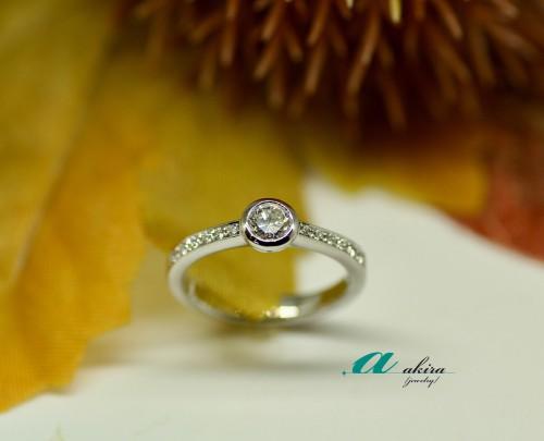 婚約指輪を新たな形にデザイン変更