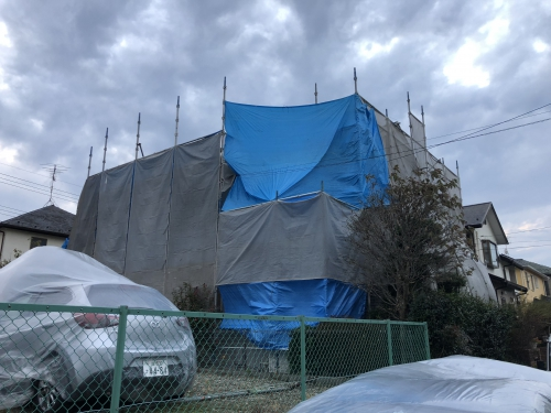 柏市外壁と屋根の塗装、本日高圧洗浄です。