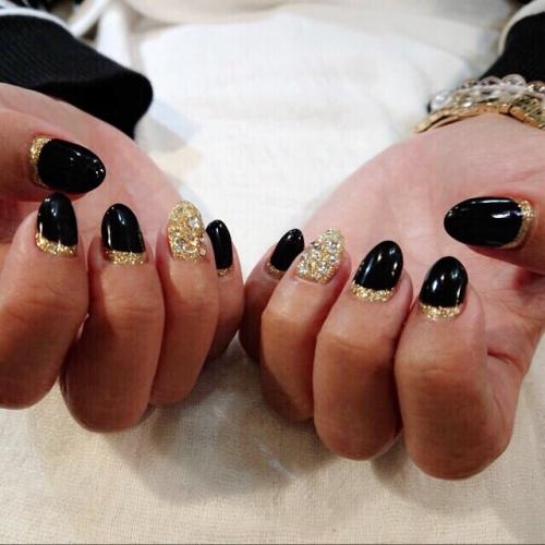 ブラック&ゴールドネイル