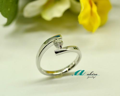 記念日に婚約指輪を普段使いにリフォーム致しました