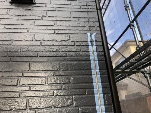 鎌ヶ谷市で外壁塗装とコーキング工事を施工しています。